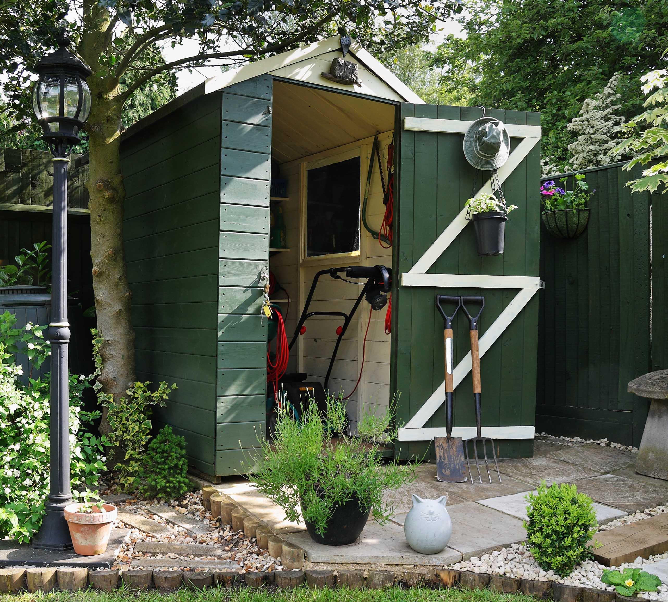 39 national shed week 39 10 unique garden sheds newbank for Cabanon jardin pvc